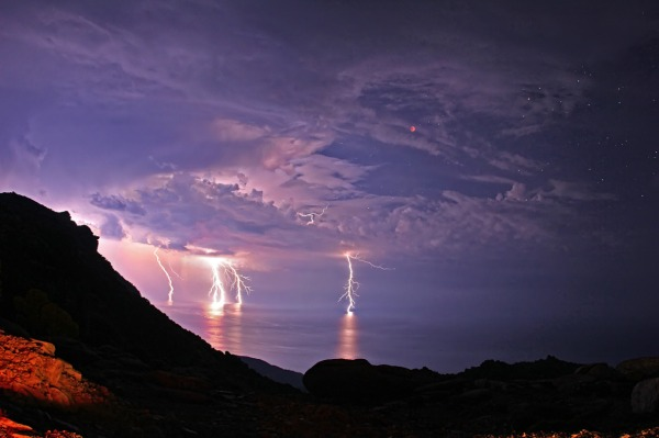 4 lightning bolts strike the Aegean Sea during a 2011 lunar eclipse