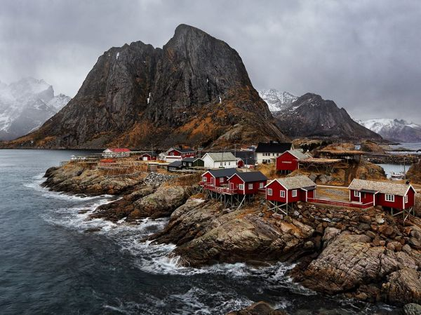 fishing-village-hamnoy-norway_82052_990x742