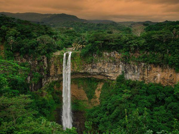 mauritius-waterfall_94618_990x742