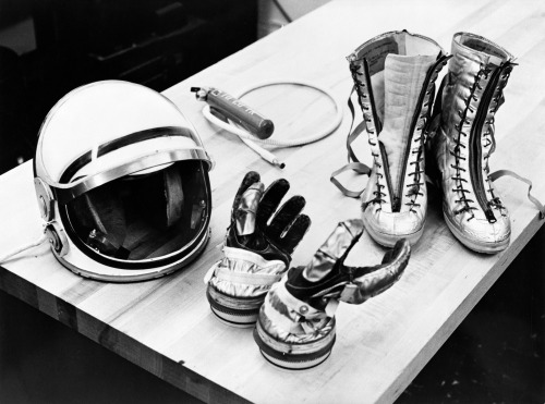 Project Mercury suit accessories