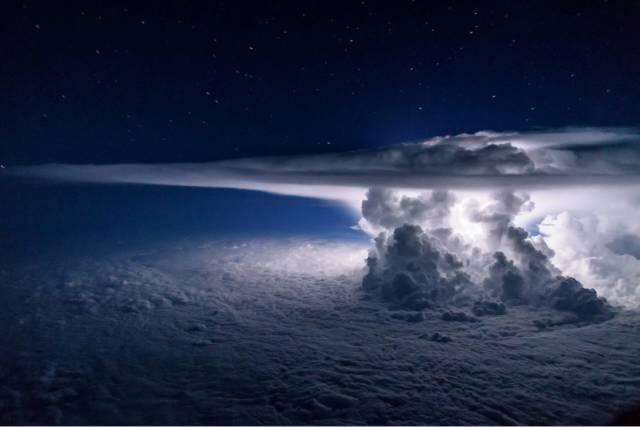 thunderstorm-at-37000-feet